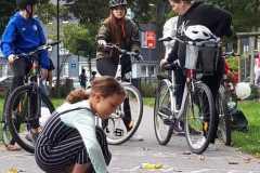 Kidical Mass kidical-mass-gelsenkirchen-copyright-birgit-wehrhöfer_kind-malt-mit-strassenkreide