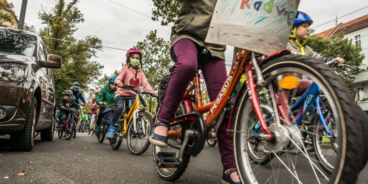 Platz da für die #FahrradGeneration: 25.000 Kinder und Familien erobern die Straßen zurück!